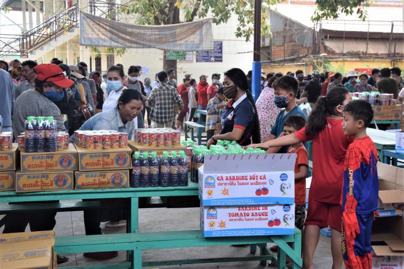 Distribution de nourriture à PSE dans le cadre du plan d'aides d'urgence